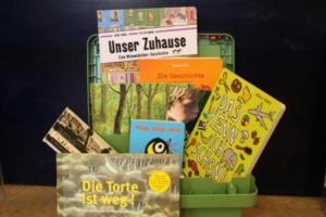 Foto der Sprachförderkiste mit ausgesuchten Büchern für Kinder